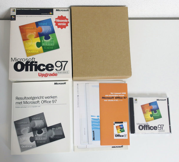 Microsoft Office 97 Standard Upgrade Dutch PC CD-ROM complete in box