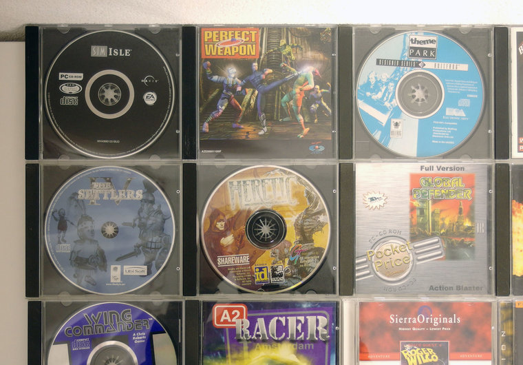 Lot of 20 original PC CD-ROM games - DOS Windows 3 1 3 x 95 98 386