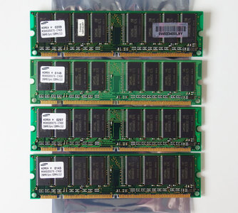 Set 4x Samsung M366S3253CTS-C7AQ0 256MB 1GB kit PC133 CL3 168-pin DIMM SDRAM memory modules - P1538-63010