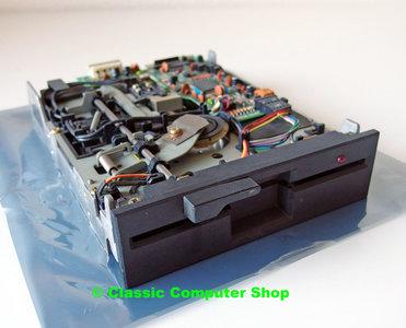 Mitsubishi MF501B-312M 5.25'' 360KB DS/DD internal floppy disk drive FDD black front PC - vintage retro 80s