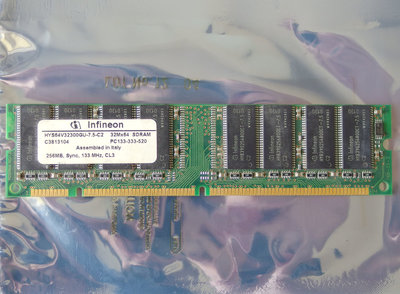 Infineon HYS64V32300GU-7.5-C2 256MB PC133 CL3 168-pin DIMM SDRAM memory module