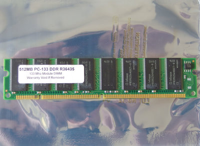 Infineon HYB39S256400CT-8 512MB PC133 168-pin DIMM SDRAM memory module