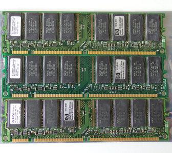 Set 3x ELPIDA MC-4532CD647XF-A75 / HP 1818-8151 256MB 768MB kit PC133 CL3 168-pin DIMM SDRAM memory modules - P1538-63001