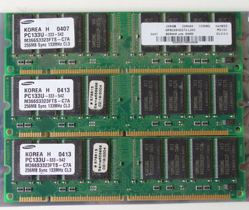 Set 3x Samsung M366S3323FTS-C7A 256MB 768MB kit PC133 CL3 168-pin DIMM SDRAM memory modules