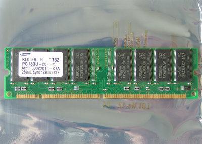 Samsung M366S3323DTS-C7A 256MB PC133 CL3 168-pin DIMM SDRAM memory module