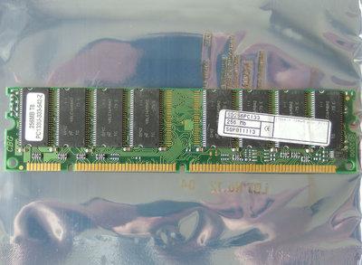 Micron MT48LC16M8A2-75 E 256MB PC133 CL3 168-pin DIMM SDRAM memory module