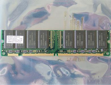 Hyundai HYM71V32635HCT8-H AA 256MB PC133 CL3 168-pin DIMM SDRAM memory module