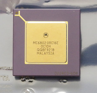Motorola 68020 MC68020RC16E 16 MHz PGA114 processor - 16MHz CPU Apple Macintosh vintage retro 80s