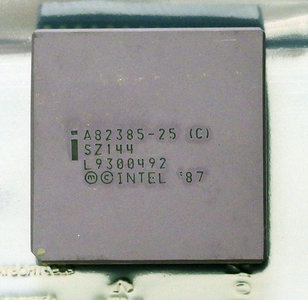 Intel A82385-25 SZ144 25 MHz PGA132 high performance 32-bit cache controller chip - 25MHz 132-pin i386 386 vintage retro 80s