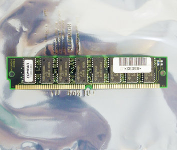 Compaq 118665-004 / Hyundai HYM536100AMG-70 4 MB 4MB 70 ns 70ns 72-pin gold contacts SIMM parity FPM RAM memory module - vintage retro 90s