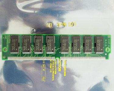 Micron MT16D232M-6X 8 MB 8MB 60 ns 60ns 72-pin SIMM non-parity EDO RAM memory module - vintage retro 90s