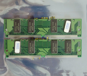 Set 2x IBM FRU 92G7321 / Hyundai HYM532214AE-60 8 MB 8MB 16 MB 16MB kit 60 ns 60ns 72-pin SIMM non-parity EDO RAM memory modules - vintage retro 90s