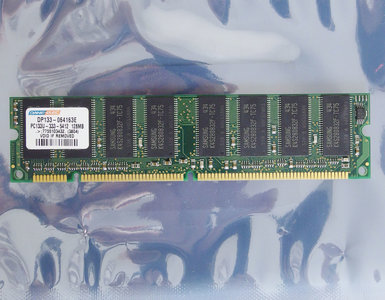 Dane-Elec DP133-064163E 128 MB 128MB PC133 CL3 168-pin DIMM SDRAM memory module