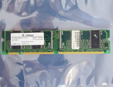 Infineon HYS64V16902GU-7.5-D 128 MB 128MB PC133 CL3 168-pin DIMM SDRAM memory module