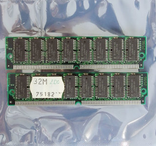 Set 2x Fujitsu 8117405A-60 32 MB 32MB 64 MB 64MB kit 60 ns 60ns 72-pin SIMM non-parity EDO RAM memory modules - vintage retro 90s