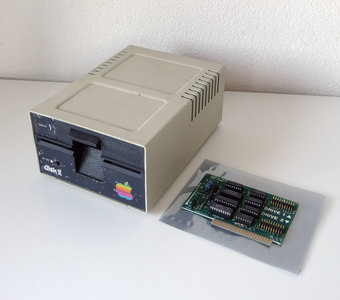 Apple Disk II A2M0003 5.25'' external floppy disk drive FDD & Apple Disk II Interface Card 650-X104 - vintage retro 80s