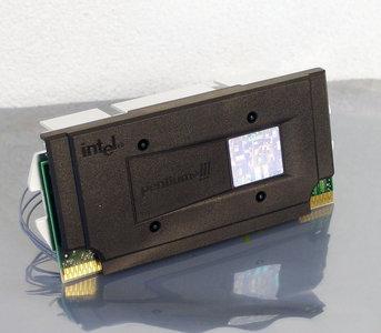 Intel Pentium III Coppermine SL3XM 700MHz slot 1 SECC2 processor w/ heatsink - PIII P3 3 cartridge CPU FSB 100MHz