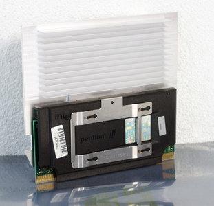Intel Pentium III Coppermine SL4BS 1000MHz 1GHz slot 1 SECC2 processor w/ heatsink - PIII P3 3 cartridge CPU #2