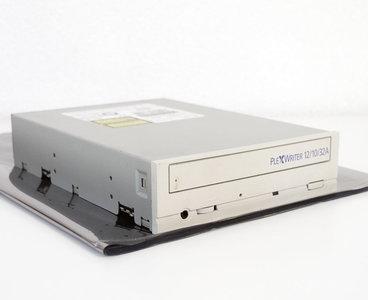 Plextor PX-W1210TA Plexwriter 12/10/32A 12x10x32x CD writer 5.25'' internal PATA drive white beige front - CD-RW CD-R/RW burner IDE