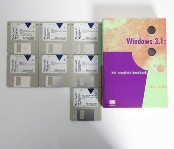 Microsoft Windows 3.1 English 3.5'' disk PC operating system w/ handbook - vintage retro 90s
