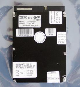 IBM WDS-3200 FRU P/N 95F4749 3.5'' internal 50-pin SCSI 200MB hard disk drive HDD - 200 MB 79F4042 vintage retro 90s