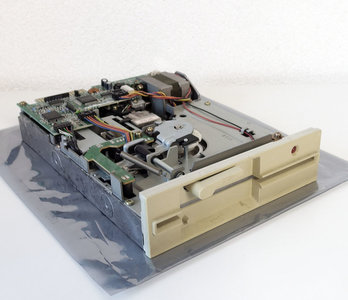 Y-E Data YD-380B 5.25'' 1.2MB DS/HD internal floppy disk drive FDD beige front PC - AT 286 386 vintage retro 80s 90s