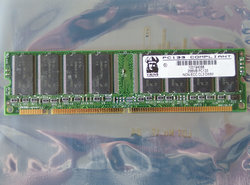 Micron-MT48LC16M8A2-75-256MB-PC133-CL3-168-pin-DIMM-SDRAM-memory-module