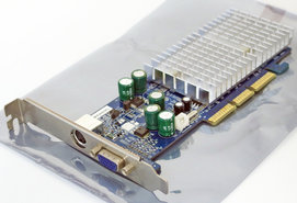 Club-3D-CGN-B184TV-NVIDIA-GeForce-MX-4000-MX4000-64-MB-64MB-VGA-TV-out-graphics-video-AGP-PC-card-adapter