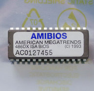 American-Megatrends-AMIBIOS-486DX-ISA-1993-PC-BIOS-ROM-28-pin-DIP-chip-vintage-retro-90s