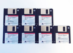 Microsoft-Windows-3.1-English-OEM-Toshiba-3.5-disk-PC-operating-system-vintage-retro-90s