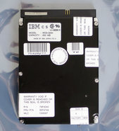 IBM-WDS-3200-FRU-P-N-95F4749-3.5-internal-50-pin-SCSI-200MB-hard-disk-drive-HDD-200-MB-79F4042-vintage-retro-90s